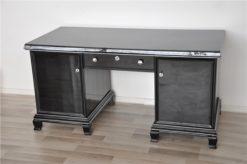 timeless Design - 8 Elegant feet, highglossblack pianolacquer, discreet chromeapplications, free adjustable