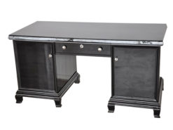 timeless Design - 8 Elegant feet, highglossblack pianolacquer, discreet chromeapplications, free adjustable