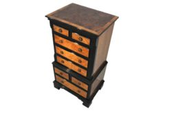small chest of drawers, eight drawers, small commode, walnut wood, plenty of storage, small console, pianolacquer details