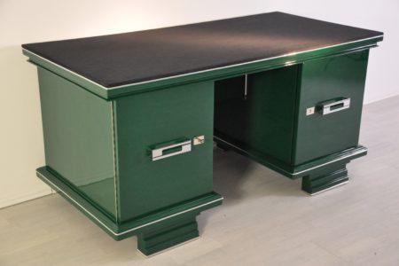 Refinsihed with Jaguar Racing Green paintjob and alcantara leather