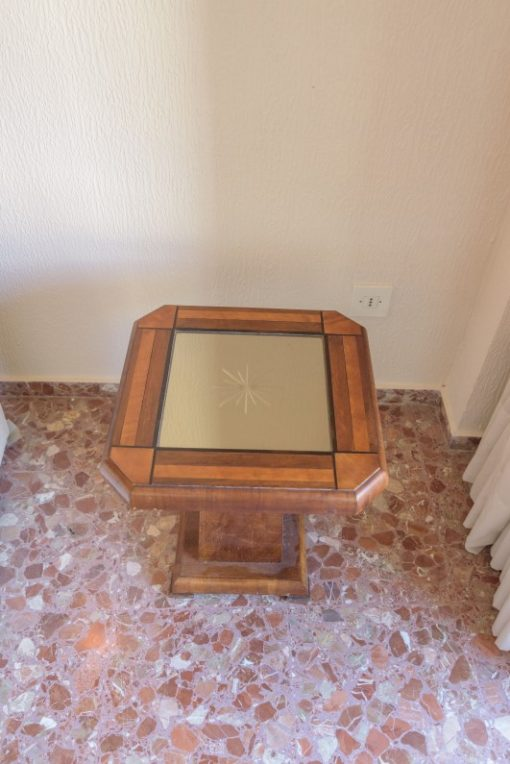 Art Deco, side table, mirrored table top, square walnut foot, unique grain, interiordesign, furnituredesign, eight corners, luxurious