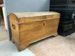 chest, unrestored, brown, great foot, veneer, antique, living, elegant, pattern, luxury, large, stable, pattern, walnut, bright