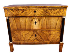 Stunning Walnut Wood Biedermeier Chest of Drawers or Dresser around 1840, Original Biedermeier, Biedermeier Furniture, Antique Commode