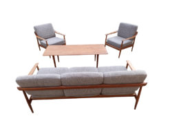 Knoll Antimott Seating Group, Table By France and Søn